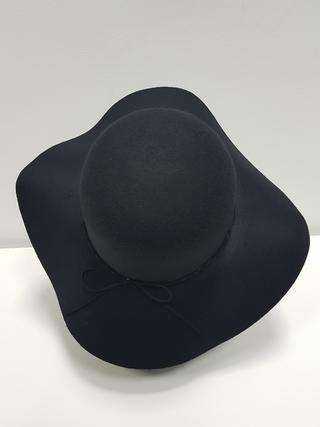 Sombrero antelina ala vuelo negro