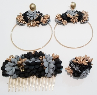 Conjunto de pendientes, peinecillo y alfiler de flamenca, flores negras y gris