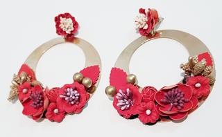 Pendientes de flamenca metal dorado y flores rojas