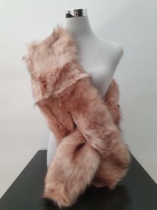 Estola de pelo estrecha rosa nude