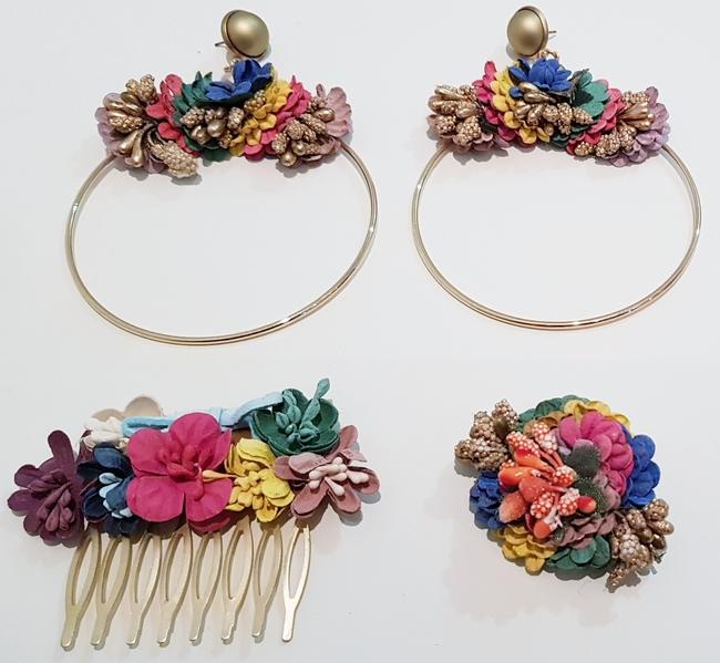 Conjunto de pendientes, peinecillo y alfiler de flamenca, flores tonos coloridos