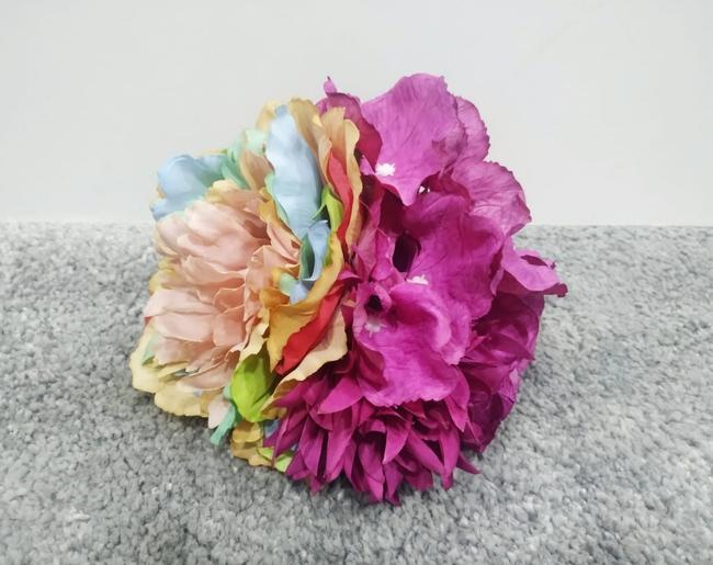 Ramillete multicolor y buganvilla teñido