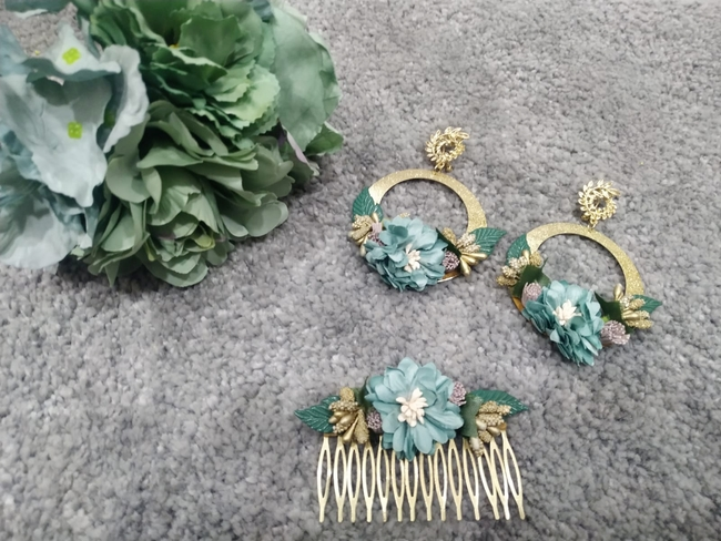 Conjunto pendientes y peinecillos de flamenca verde agua y dorado