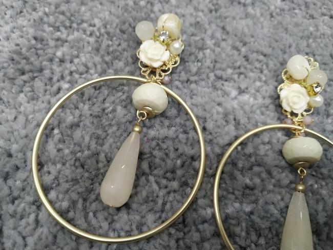 Pendientes flamenca aros dorado y piedras beige