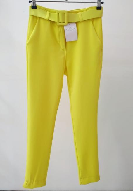 Pantalón amarillo cinturón