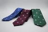 Corbata azul con calaveras