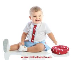 Ranita flamenca para niño burdeos lunar blanco con fajín celeste - MiBebesito