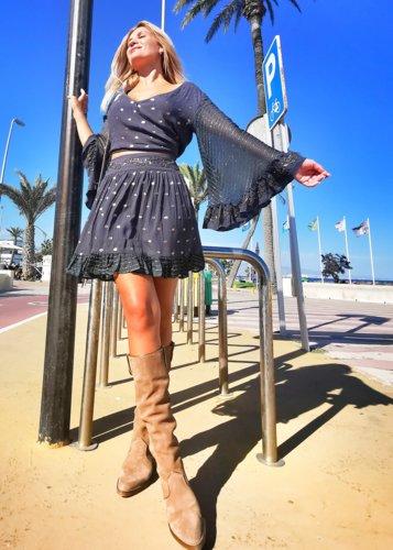 conjunto blusa y falda bordada Kafir