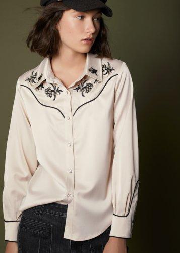 Blusa satinada bordado western beige